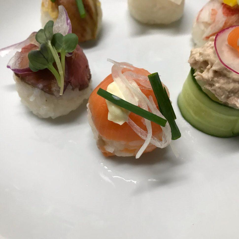 手まり寿司を洋食のシェフが考案!生物は極力避け、ケータリングに適した内容を希望してみました。現場が少し減っておりますので、色々と考案する時間がありますので、いろいろと制作してみたいと思います。 #イベント#ホットミール#ビーフカレー#手毬寿司#手まり寿司#寿司#ケータリング#デリバリー#お弁当#懇親会#ビュッフェ#立食#ランチボックス#サンドウィッチ#昼食#会議#研修